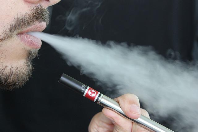 e-cigarette-1301670_640.jpg