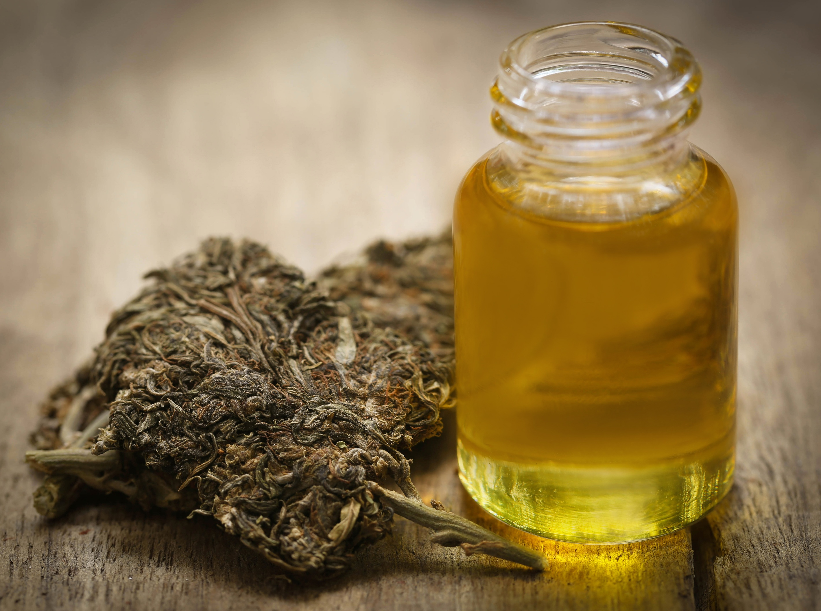medicinal-cannabis-with-extract-oil-1.jpg